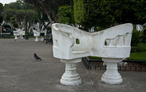 Podwójne betonowe fotele